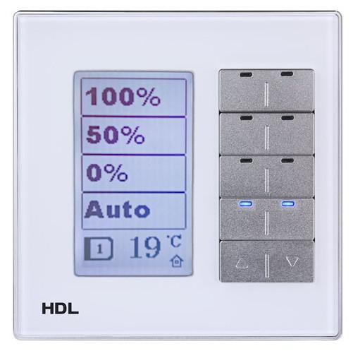 Obr. 3. Nástěnný panel v tiskárně umožní zapnout 2 úrovně osvětlení anebo přepnout na automatickou regulaci