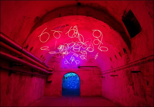 Obr. 6. Keith Sonnier, Tunel slz (Tunel of the tears), 2002 (foto: autor)